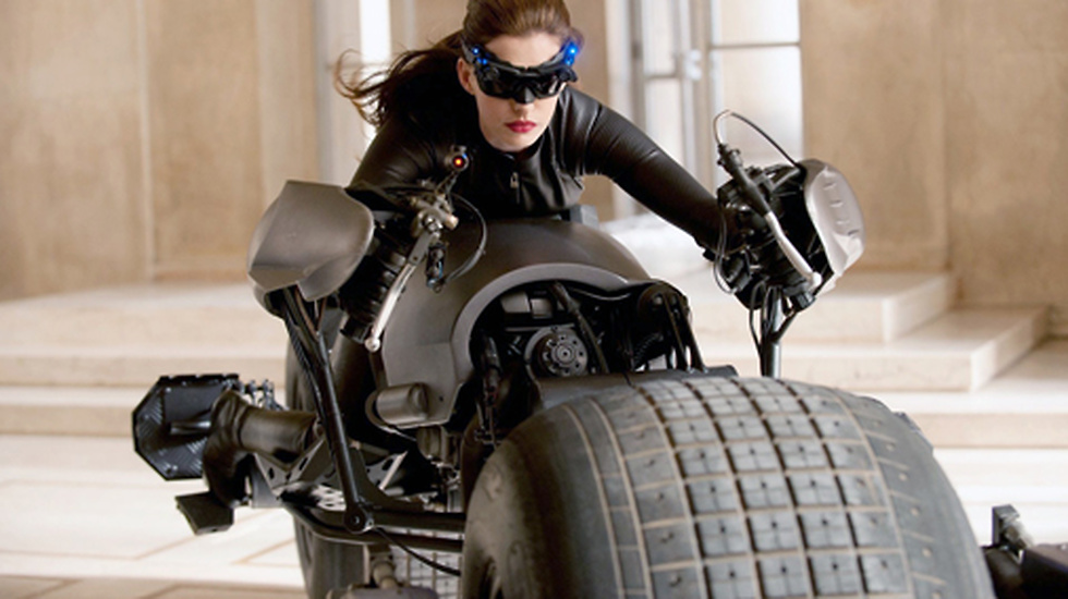 Anne Hathaway som Selina Kyle, eller Catwoman i Batman The Dark Knight Returns