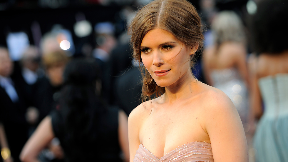 Spelad av Kate Mara.