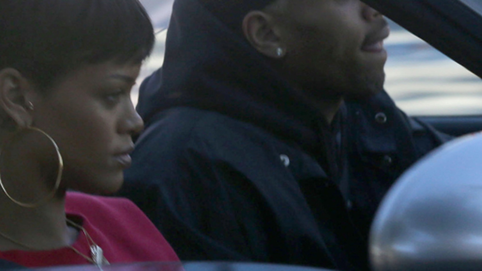 Rihanna och Chris i bilen i december 2012.