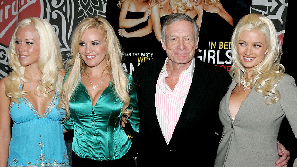 Playboykungen Hugh Hefner tillsammans med Kendra Wilkinson, Bridget Marquard  och Holly Madison.