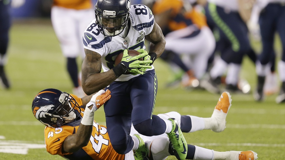 Seattle Seahawks Ricardo Lockette springer förbi Denver Broncos Dominique Rodgers-Cromartie.