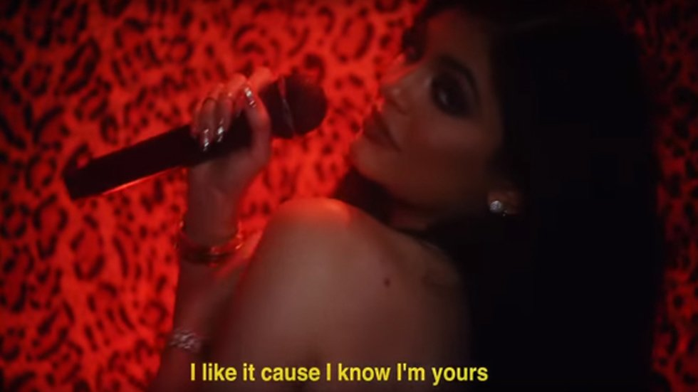 Kylie Jenner i Justine Skyes video.